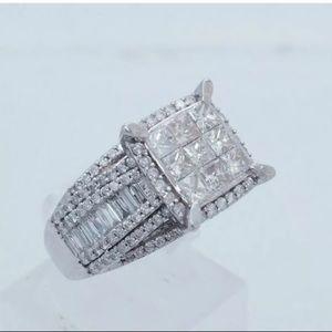 Stunning 2 carat 10k white gold diamond ring